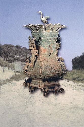 铜莲鹤方壶:水器或酒器(高120厘米)